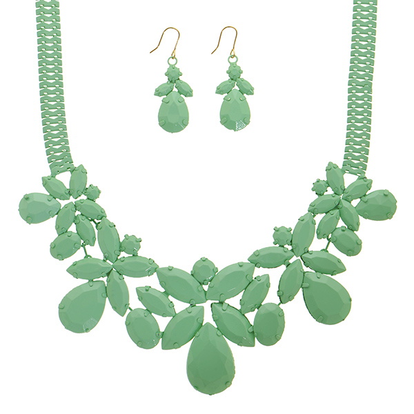 "14"" Mint green necklace teardrop shape focal matching earrings"