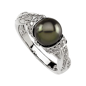 FRESHWATER CULTURED BLACK PEARL AND DIAMOND RING